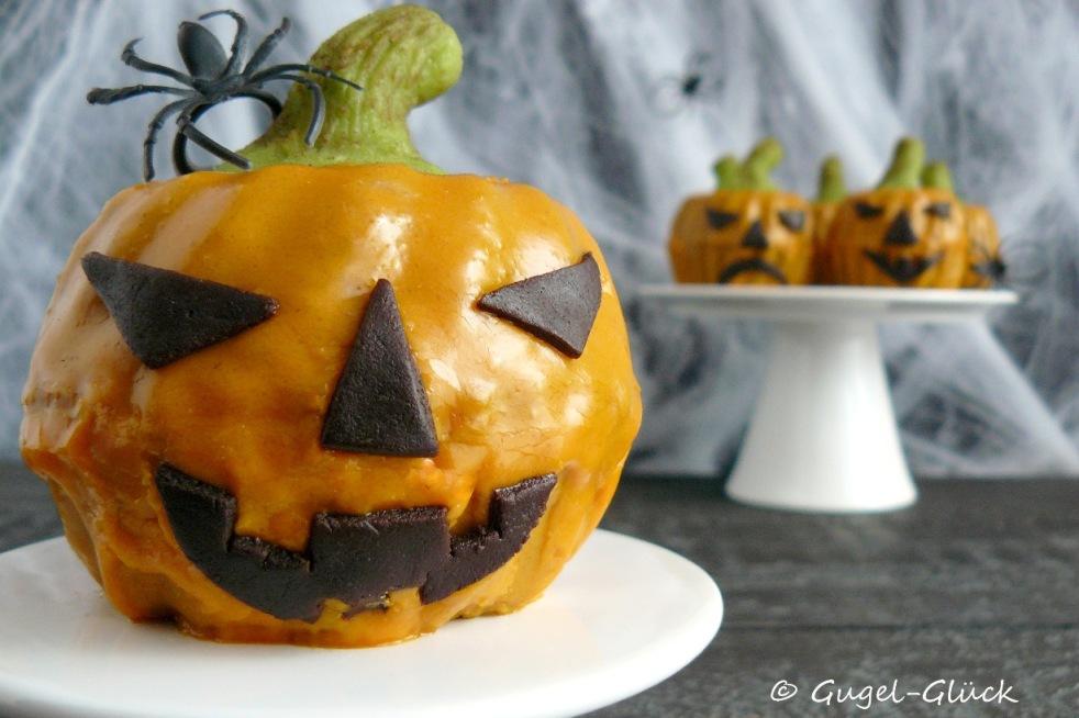 Kürbis-Gewürz-Gugelhupfe im Halloweengewand