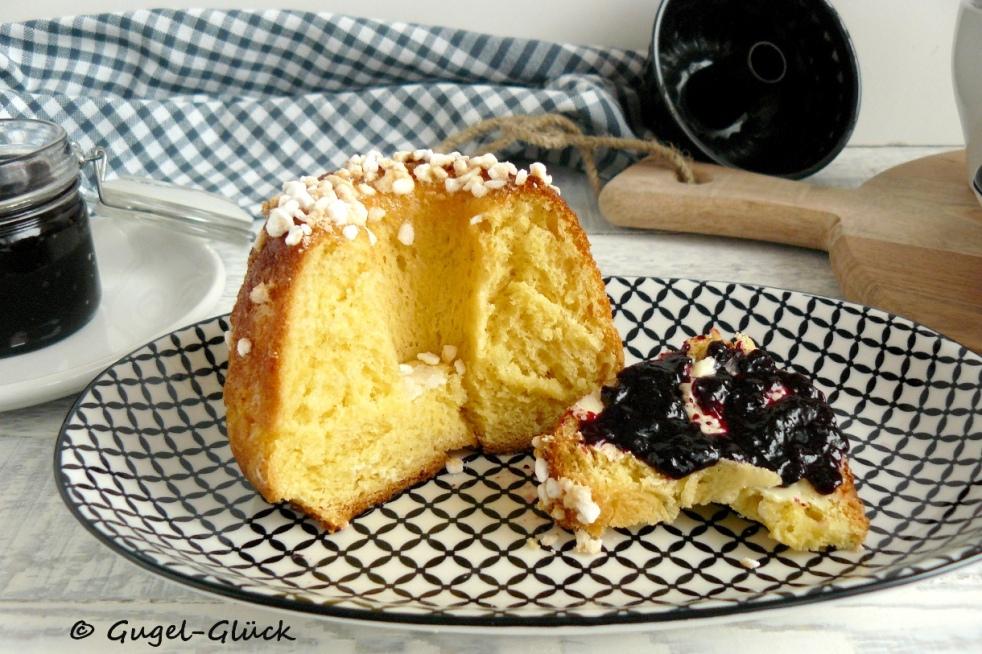 französische Brioche-Gugelhupfe mit Vanille zum Frühstück Gugl