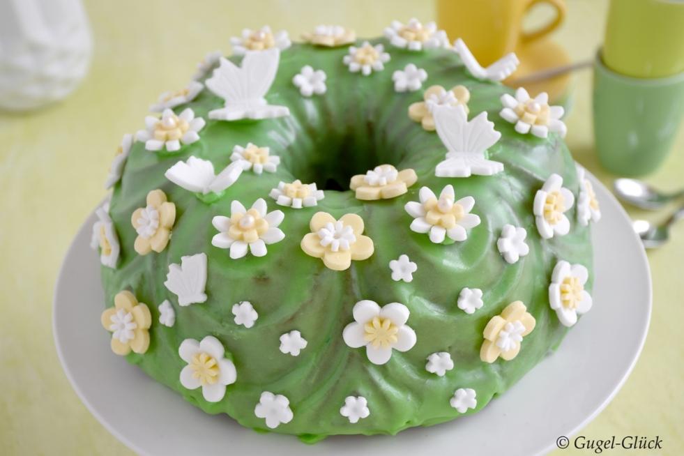 Matcha-Marmorkuchen mit Zitrone und Fondant-Blumen