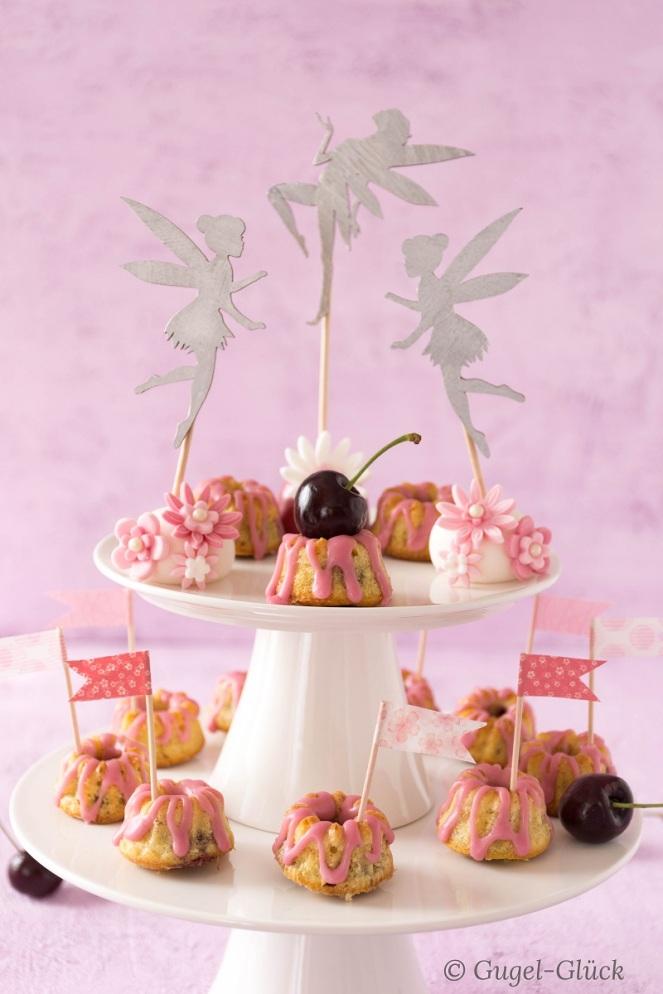 Mini-Kirsch-Gugelhupfe mit Mandeln
