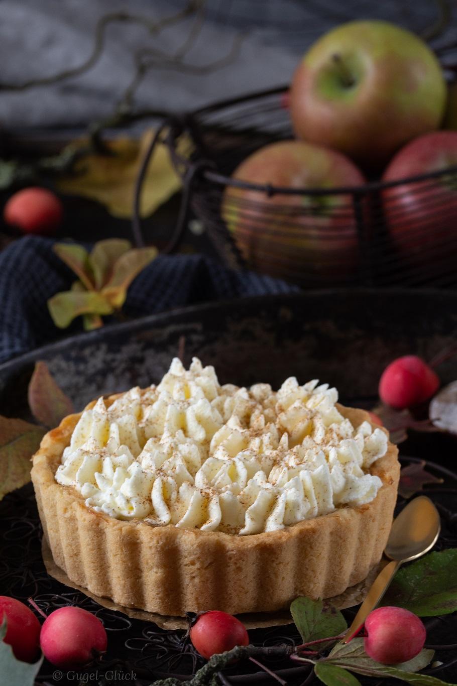 Schwäbische Apfeltarte mit Apfelmost und Sahne | Rezept auf: https://gugelglueck.com/